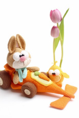 Mala Designs - Mandy Herrmann - Carrotcar with bunnies and chicken - German