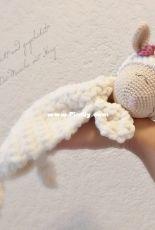 Verstrickt und zugehakelt - Die Masche mit Herz - Anna Komnick - Cuddly Lovey little sheep Rosalie - German