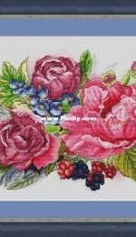 Flower Berries by Lena Averina / Pavlova