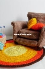 Ahmaymet - May Ahmaymet  - Armchair with two cushions and rug