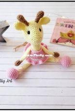 Sweet Oddity Art - Carolyne Brodie  - Allie the Giraffe