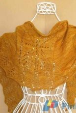 Feathers Down My Back Shawl by Theresa Bandy/ mnkyknts designs-Free