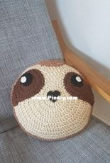 Tangle Tree Creative - Gina Rahman - Crochet Sloth Cushion - Free