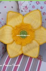 Pippa Patterns Crochet - Connie Rockliff - Daffodil Cushion