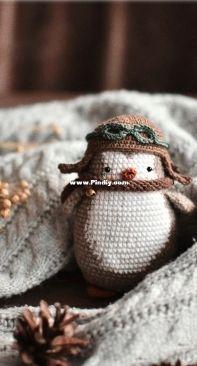 Straw Animals - Julia / Juliya Ustimenko  - Penguin