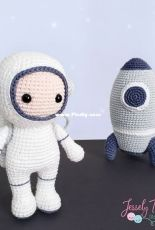 Atelie Lovely Craft- Jessely Tainara - no 18 Astronaut - Portuguese