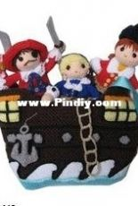 handmadeawards-Loly Fuertes-Pirates of the Caribbean finger puppets with a ship